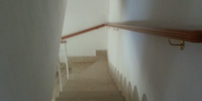 stairs to the below level