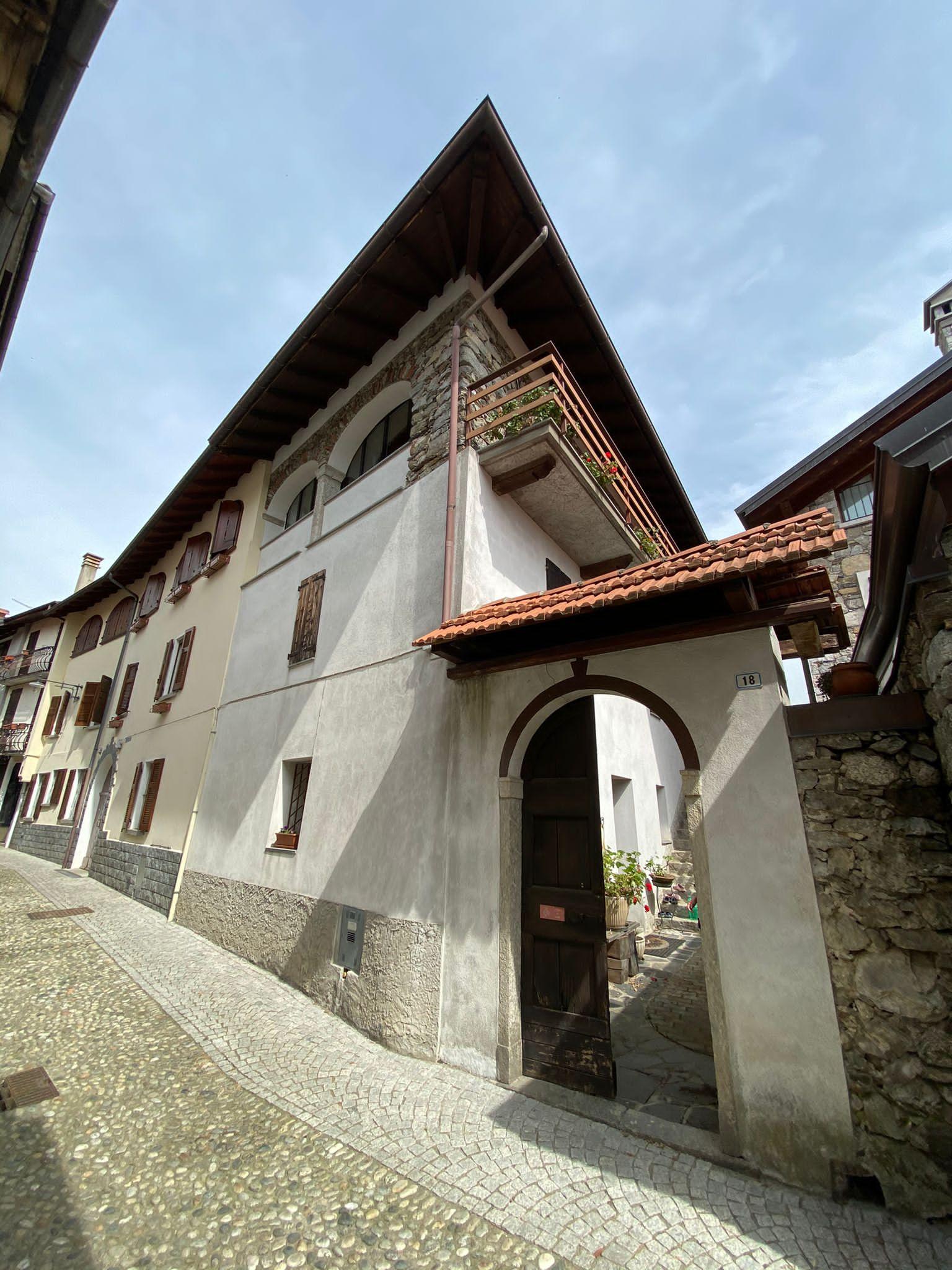 Casa indipendente su tre livelli a Centonara  (VB) Madonna del Sasso  rif. 433